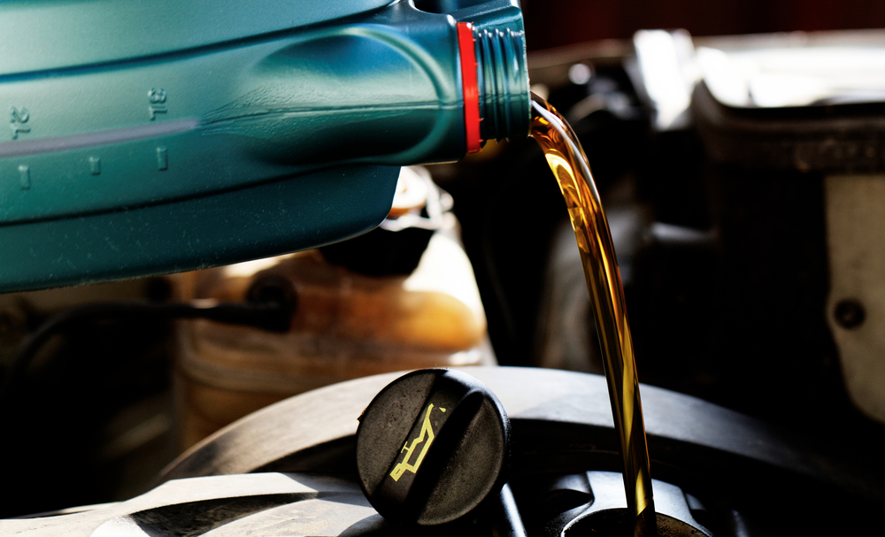 Choosing the best synthetic oil to pour into your vehicle
